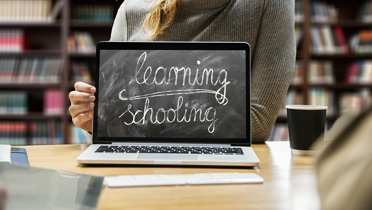 BENEFITS OF MOBILE LEARNING IN DISTANCE EDUCATION