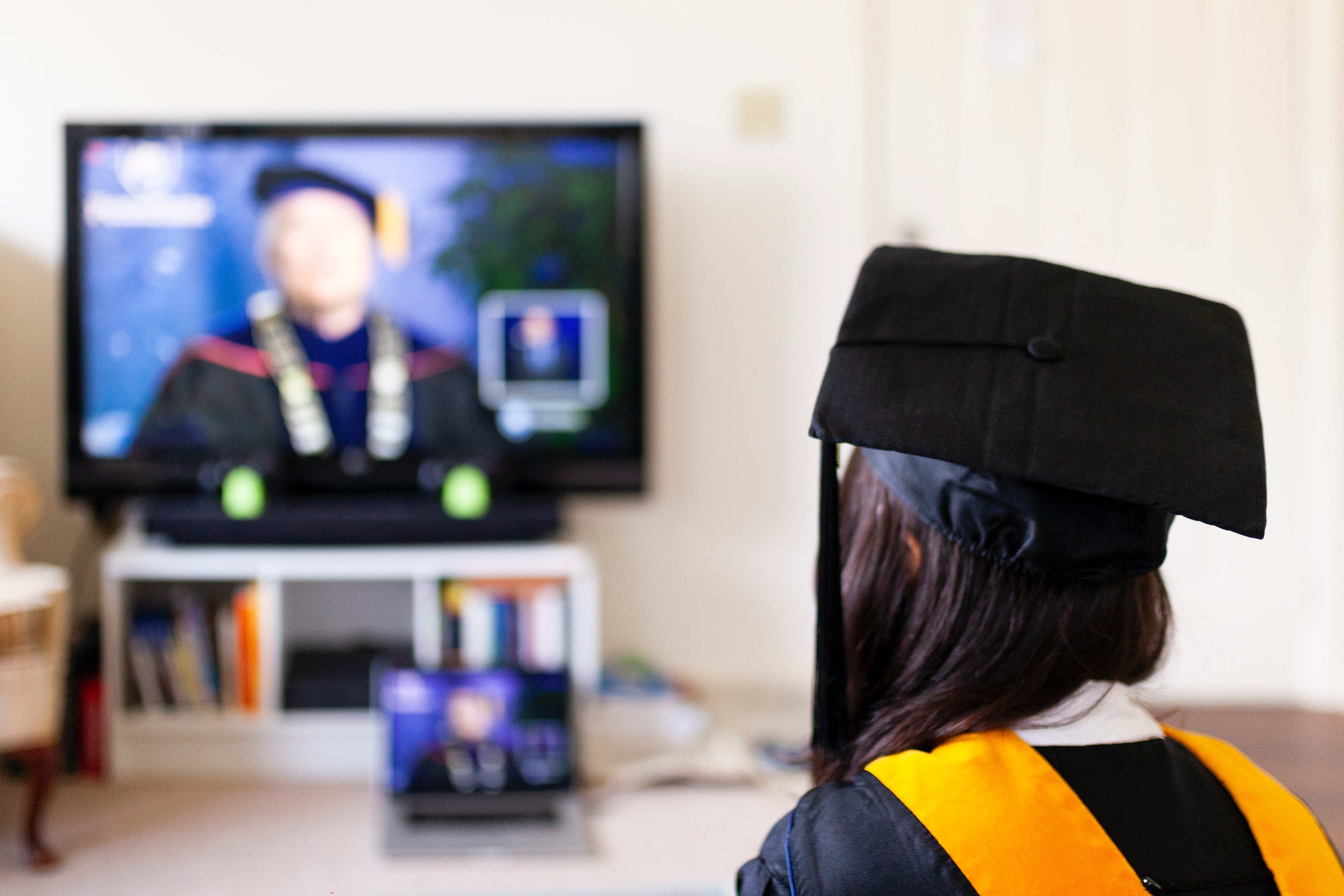 Advantages and Disadvantages of Online College Education